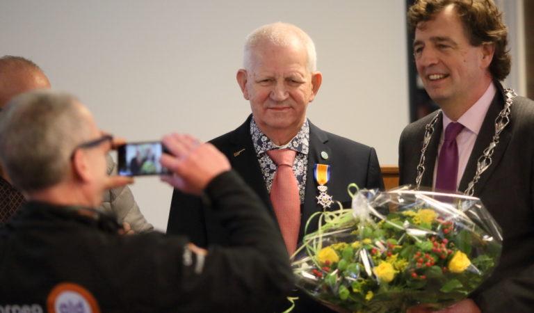 Doofblinde bewoner Hans Dirksen benoemd tot Ridder